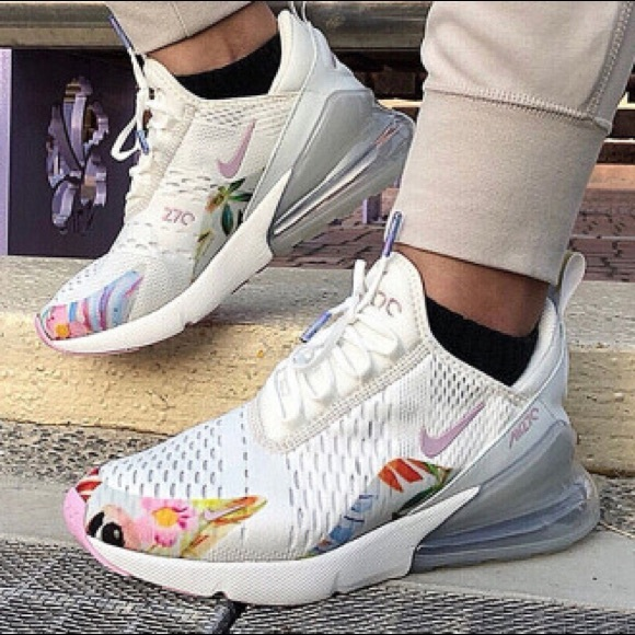 best authentic 5277b 3b8bb Women s Nike Air Max 270 PRM AT6819-100 Size  9